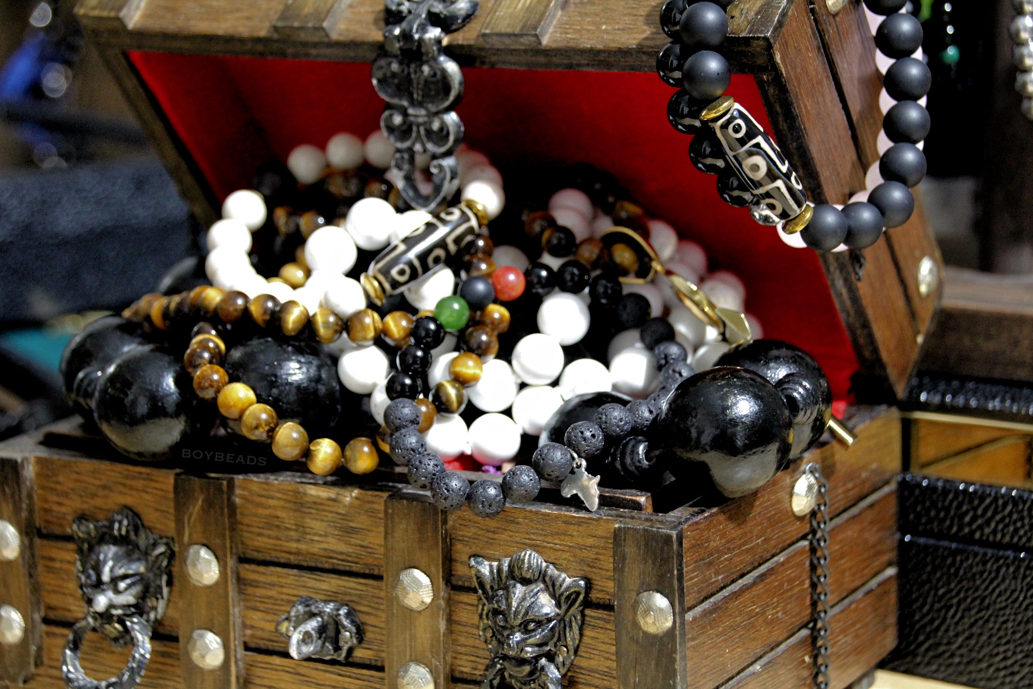 boybeads-treasure-chest-mens-bead-bracelet-jewelry-box.jpg